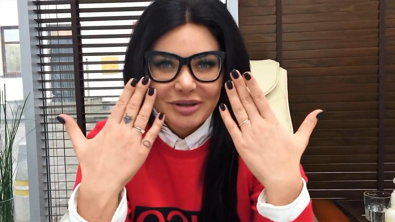 Dominika 'Wodzianka' Zasiewska, Esthetic nail bar